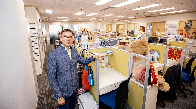 在余汉杰为其一千名保险销售员而设的办公室,再小的座位也要凭努力争取