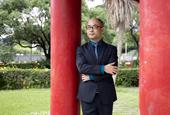 宁静致远──尹弘�C发现中国学生上课被动未必无益